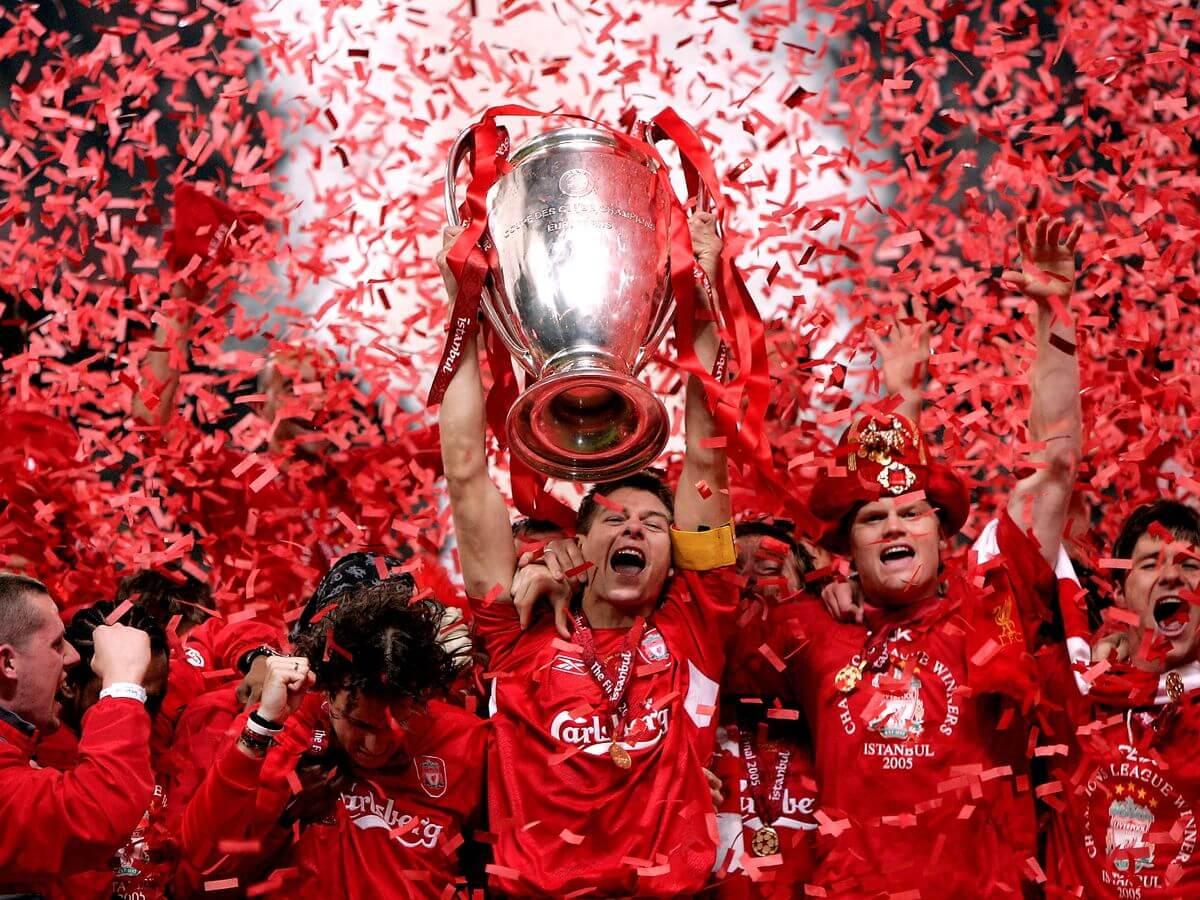 Steven Gerrard raising the 2005 Champions League trophy in Instanbul